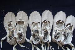 我妈妈和外婆为秀做了16双鞋