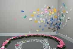 """刘丽芬 Liu Lifen """"情书""""互动装置,鲜花,布面信封,2007"""