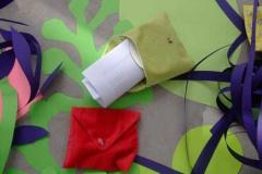 """刘丽芬 Liu Lifen """"情书""""互动装置 鲜花 布面信封,2007"""