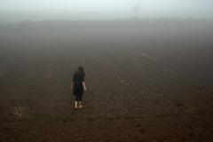 刘丽芬《倾斜》行为图片 2009年9月13日 西安白鹿原
