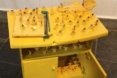 刘丽芬《芝士系列》装置 材料:矮柜,剪纸,杂志,裁纸刀,折纸 2010年10月 TCG诺地卡文化中心